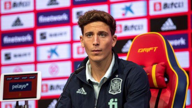 El jugador de la selección española, Pau Torres, comparece ante los medios