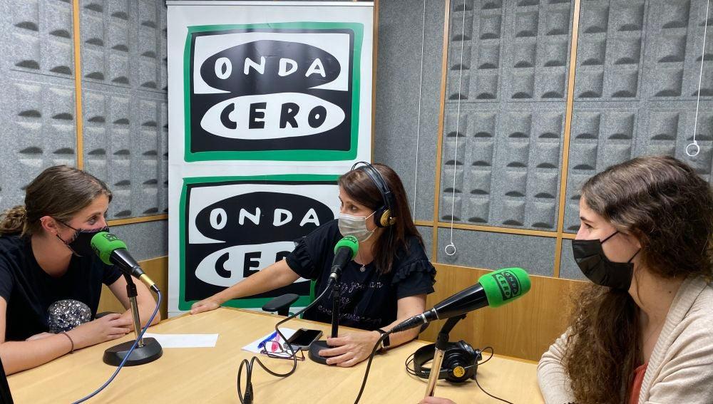 Naiara Urra y Beatriz Díaz con Marisa Lacabe