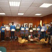 La Junta entrega el diploma del Certamen 'Liga Debate' a los ganadores del CC Santo Angel