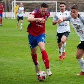 Casi, jugador del SD Tarazona, en un partido contra el Tudelano