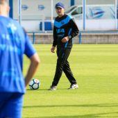 Javier Cabello dirigiendo un entrenamiento