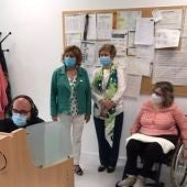 La consejera María Victoria Broto ha visitado las instalaciones donde se atiende el Teléfono del Mayor