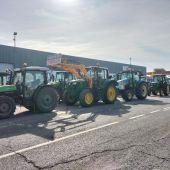 Numerosos tractores han participado en la manifestación de Villarrubia de los Ojos