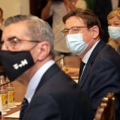 El president Puig junto a los representantes de otras administraciones.