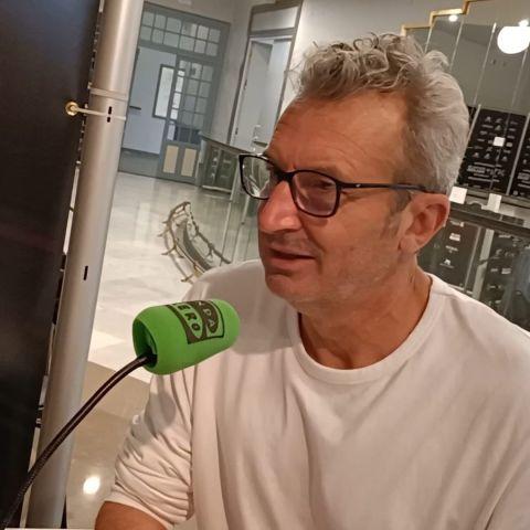 Mariano Barroso, director y presidente de la Academia de Cine, en el set de Onda Cero durante el Festival de Málaga