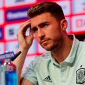 El jugador de la selección española de fútbol Aymeric Laporte, durante una rueda de prensa