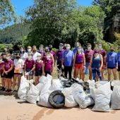 Los participantes en la jornada de limpieza
