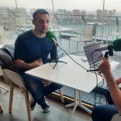 El director Alejandro Amenabar, durante una entrevista con David Martos en Kinótico
