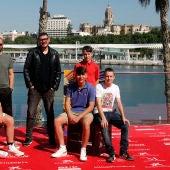 El director y el reparto de 'Live is Life', en el photocall oficial del Festival de Málaga