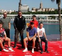 Málaga vuelve a los años 80 con los chavales de 'Live is Life' y 'Maricón Perdido'