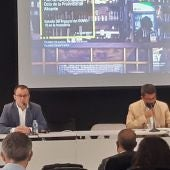 El director del proyecto EY España, Pedro Valdés, en la presentación del informe junto a Carlos Mazón