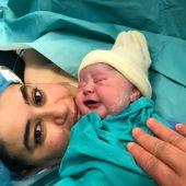 Da a luz a un bebé sano tras 24 días en la UCI por COVID-19.