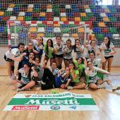 El equipo infantil femenino del Club Balonmano Elche peleará por el título de campeonas de España.