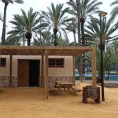 La nueva zona de acogida al visitante cuenta con una zona de picnic con mesas, un anfiteatro de estípites de palmeras