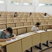 Alumnos haciendo las pruebas de la EvAU en el campus de Ciudad Real
