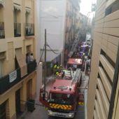Una familia con cuatro menores tuvo que ser evacuada por los balcones.