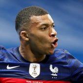 Mbappé celebra un gol con la selección de Francia