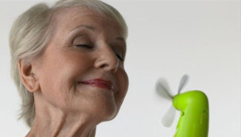 Los sofocos, un síntoma de la menopausia evidente y molesto