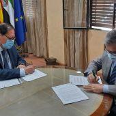 Acuerdo de Colaboración entre la AECC de Cáceres y el  Colegio Oficial de Farmacéuticos de Cáceres