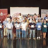 """La Generalitat homenajea en Elda a una treintena de víctimas del Holocausto por """"defender la libertad"""" y """"valores democráticos""""."""