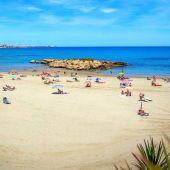 """Antonio Sánchez, Concejal de Playas de Orihuela, """"tenemos por delante un verano para disfrutar de estas playas"""""""