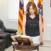 Isabel López en el momento del juramento del cargo de directora insular del Estado.