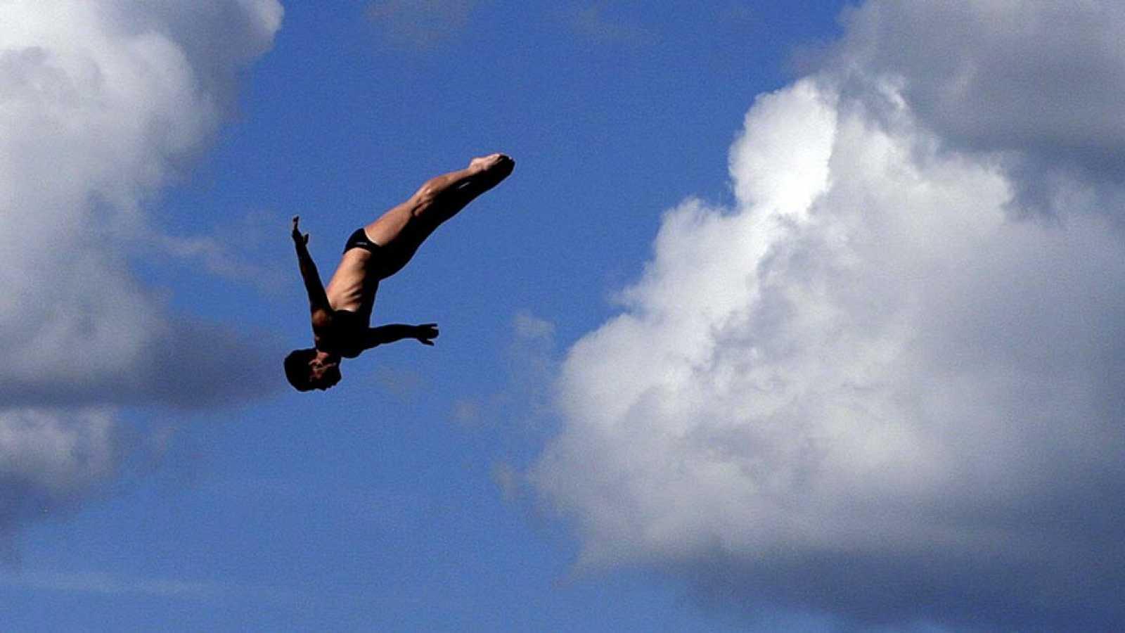 Carlos Gimeno, el clavadista que no tiembla al saltar desde una altura similar a un edificio de diez pisos