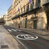 La plaza del ayuntamiento con el nuevo límite de velocidad
