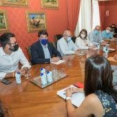 Un momento de la primera reunión entre el Ayuntamiento y Educación