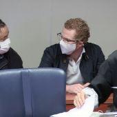 El padre de los niños asesinados en Godella (Valencia), Gabriel (d), durante la lectura del veredicto