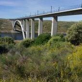 Adif realiza controles de carga e inspección de 127 estructuras del tramo ferroviario Plasencia-Badajoz