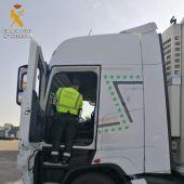 La Guardia Civil detiene al conductor de un vehículo que circulaba con el tacógrafo manipulado