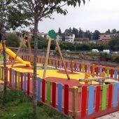 El Ayuntamiento de Nava concluye la renovación del parque infantil de la calle Teror
