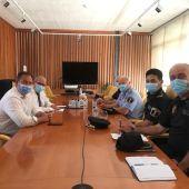 Reunión de concejales de Seguridad de Alicante y El Campello con mandos policiales de ambos municipios