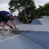 El Ayuntamiento realiza trabajos de mejora en las pista de skate del parque periurbano de Las Albinas