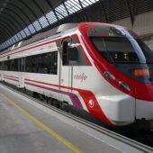 Tren de cercanías en la estación de Sevilla Santa Justa