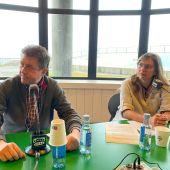Juan Ignacio Borrego, concejal de Turismo de A Coruña y presidente del Consorcio de Turismo de la ciudad, y con Lanzada Calatayud, gerente del Consorcio de Turismo de A Coruña