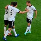Gosens celebra uno de los goles de Alemania.