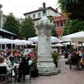 Vista de una terraza en la Plaza de Riego, en el centro de Oviedo.