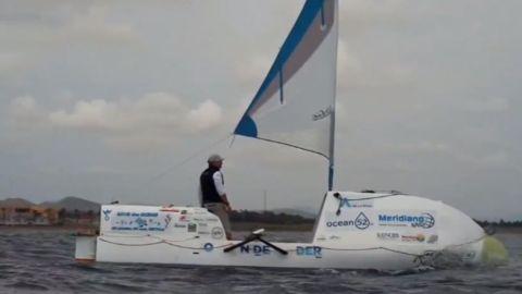 Antonio de la Rosa con su embarcación