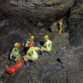 Rescatada una mujer que cayó a una cueva de Las Valeras