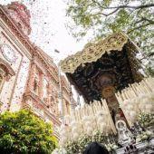 Paso de Palio por las calles de Sevilla
