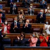 Pedro Sánchez, aplaudido en el Congreso de los Diputados por la bancada del Gobierno y del PSOE