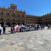 Minuto de silencio en la Plaza Mayor de Salamanca