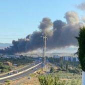 Incendio en una nave industrial de Otura (Granada)