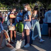 Varios estudiantes, que se encontraban en cuarentena por el macrobrote en Mallorca
