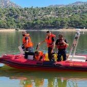 Se amplía la búsqueda de la niña desaparecida en el pantano de San Juan tras la hipótesis de que haya muerto ahogada en el fondo