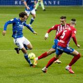 Una jugada del derbi asturiano de la temporada 2020-21