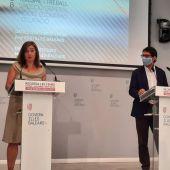 La presidenta del Govern, Francina Armengol, y el conseller de Modelo Económico, Turismo y Trabajo, Iago Negueruela, durante la rueda de prensa