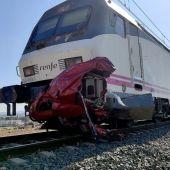 Cuatro fallecidos en una colisión entre un tren y un vehículo en un paso a nivel en Novelda